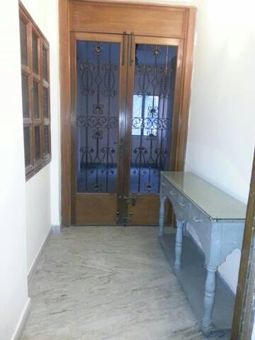 2 BHK GREAT LUXURY BALLYGUNGE APT ! - Kolkata - Apartment
