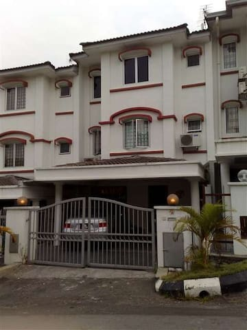 Shared Room in Batu Caves - Batu Caves - House