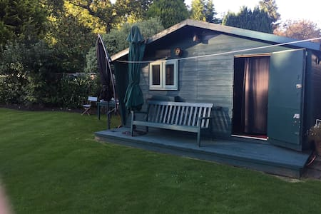 Garden Summer House - Double Room - Chobham