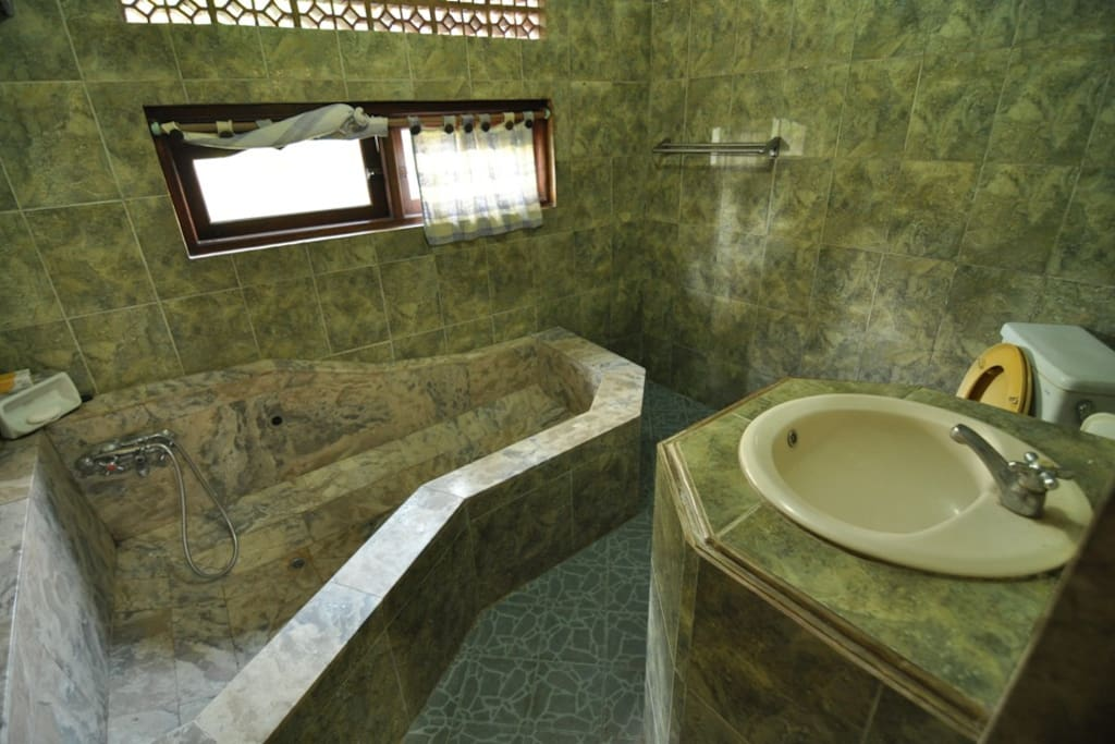Hot and Cold shower -private bathroom