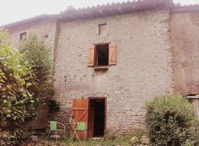 Petit gite rustique Ariège - Hus