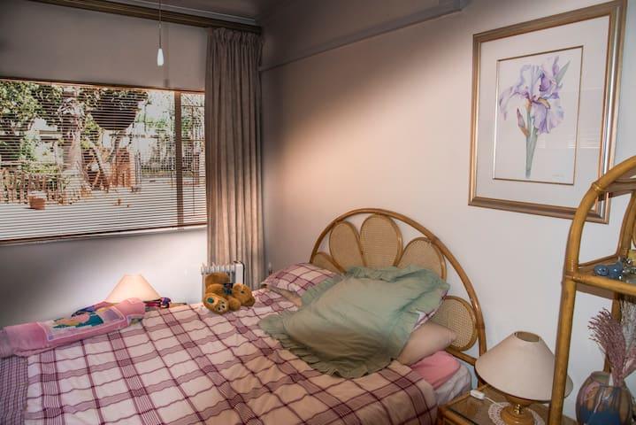 Separate room with ensuite bathroom - Germiston - House