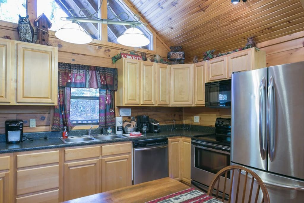 Great kitchen w/upgraded stainless steel appliances