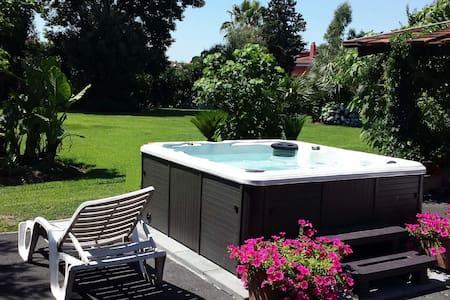 VILLA ANNA un giardino incantevole - Varcaturo - Villa