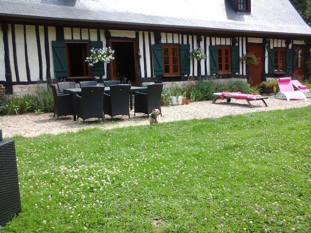 Impressions normandes - Touffreville-la-Corbeline - 一軒家