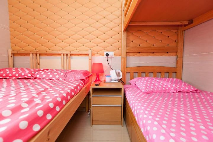 Big hostel for 4pax, 2mins to MTR