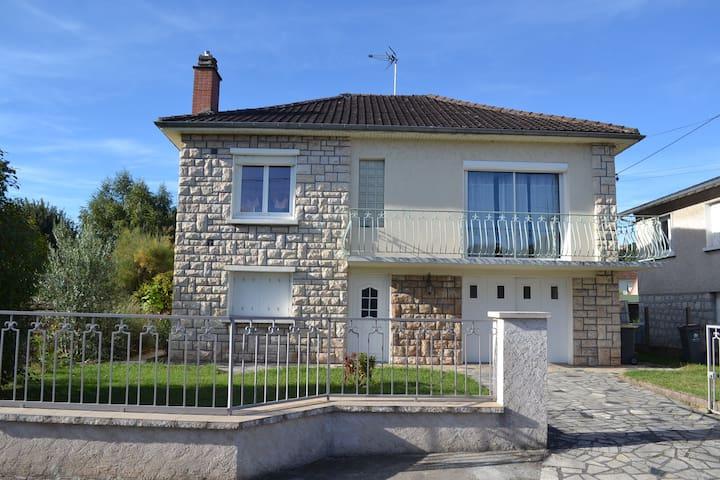Maison avec piscine dans un quartier résidentiel - Malemort-sur-Corrèze - Ev