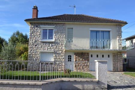Maison avec piscine dans un quartier résidentiel - Malemort-sur-Corrèze - Haus