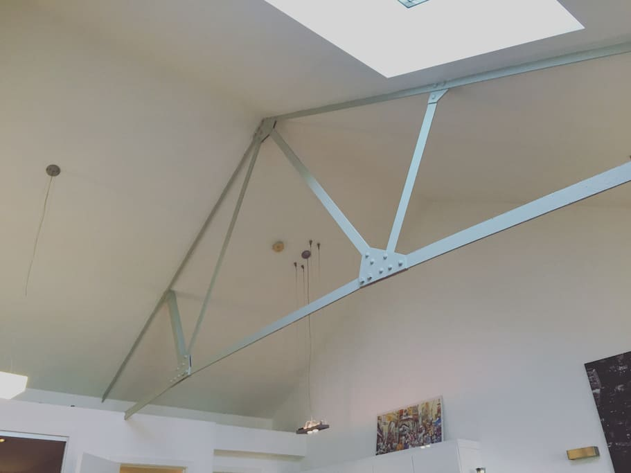 High ceiling with original steel beem and bright sky light