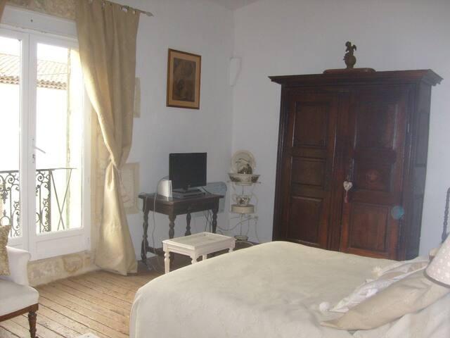 Chambre à Générac maison de village - Générac - Haus