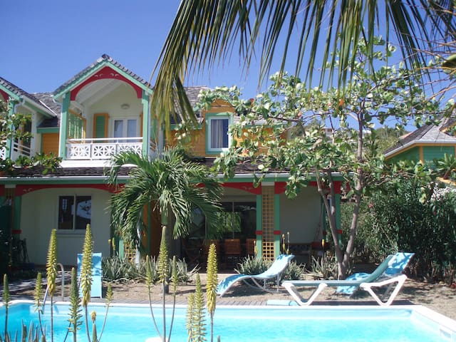 Villa à 150m de la mer-piscine privée - サンマルタン島 - 別荘