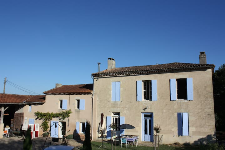Nice bedroom, near Bordeaux - Saint-Germain-de-Grave - Rumah