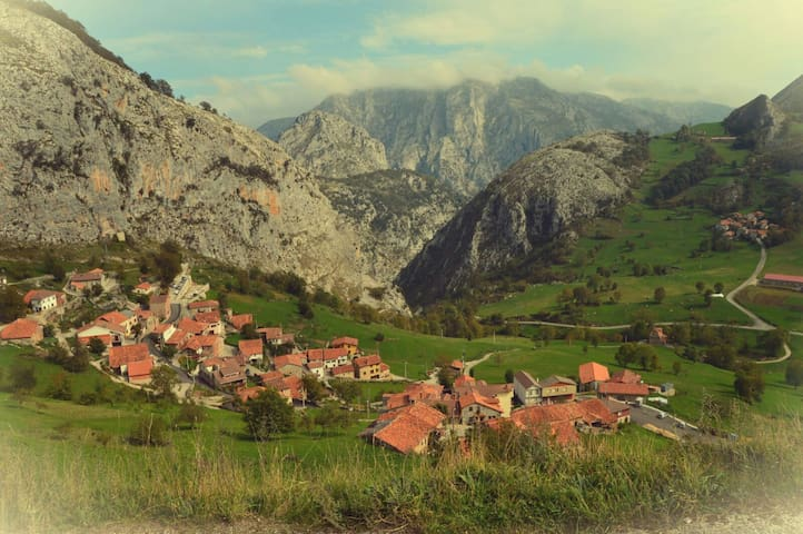 The Picos de Europa. Liebana. Bejes - Bejes - Rumah