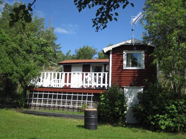 Rödluvan-liten stuga nära skog&hav - Loftahammar - Chalet