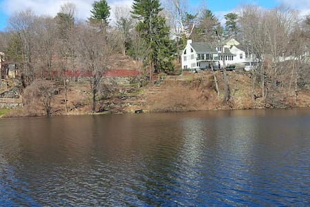 Private Riverfront Greenwich Country Home - Greenwich - Casa