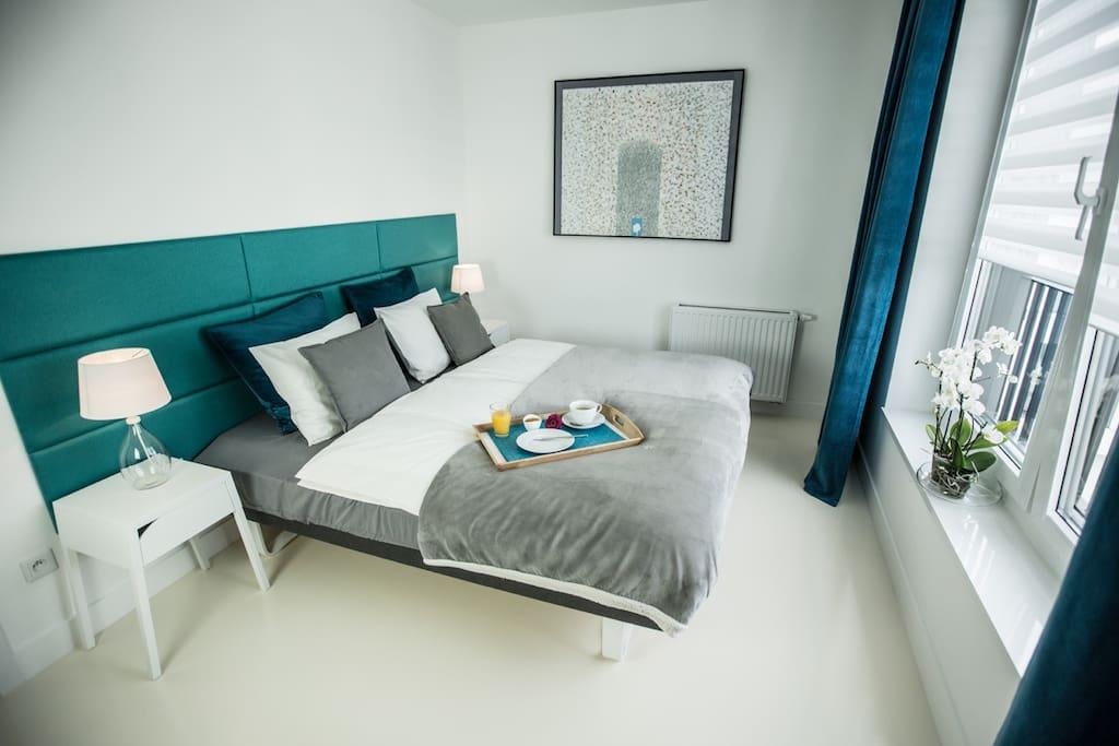 wygodne łóżko z opcją rozdzielenia na dwa łóżka