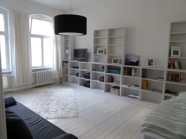 Flat 1 Room with Kitchen and Bath - Berlin - Daire