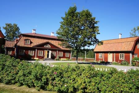 Norra Flygeln på Värskäl - Bettna - 小木屋