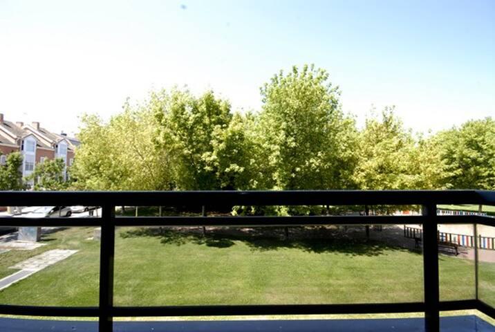 Ifema piscina arturo soria apartamentos en alquiler en for Piscina arturo soria