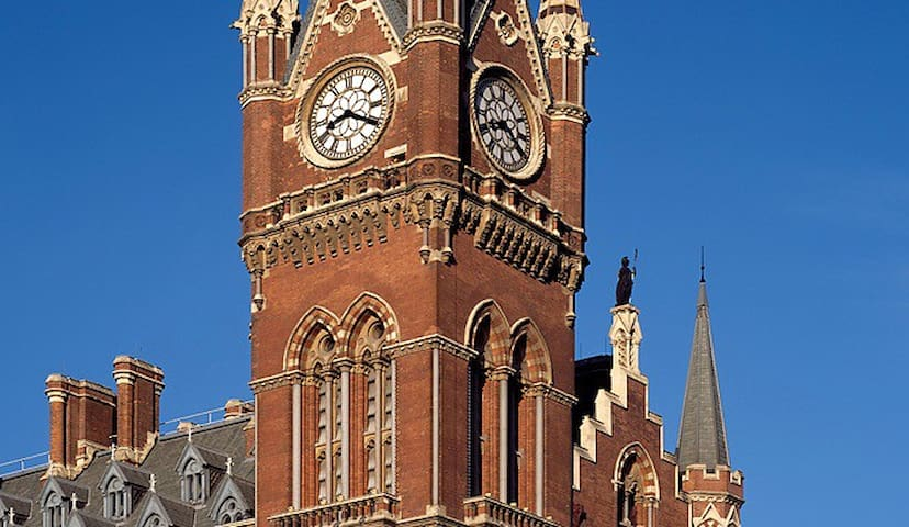 St Pancras Clock Tower Master Suite - Londýn