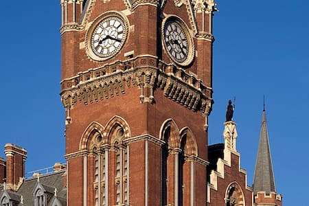 St Pancras Clock Tower Master Suite