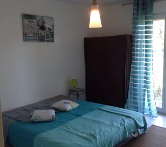 Chambre dans une maison à montagny - Montagny