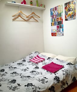 Private small funky room hollywood - Los Angeles - House