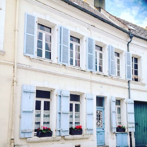 Central Traditional Town House - Montreuil - Casa