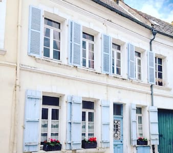 Central Traditional Town House - Montreuil - Hus