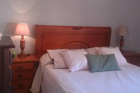 1 habitación luminosa,  tranquila,