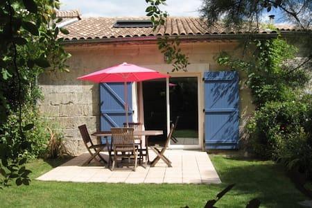 Gite avec piscine 30 mn de Bordeaux - Civrac-de-Blaye
