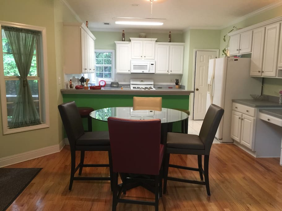 open kitchen & eat-in dining