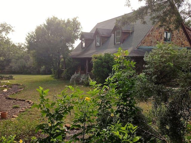 Beautiful HIl Country Hideaway - Buda - House