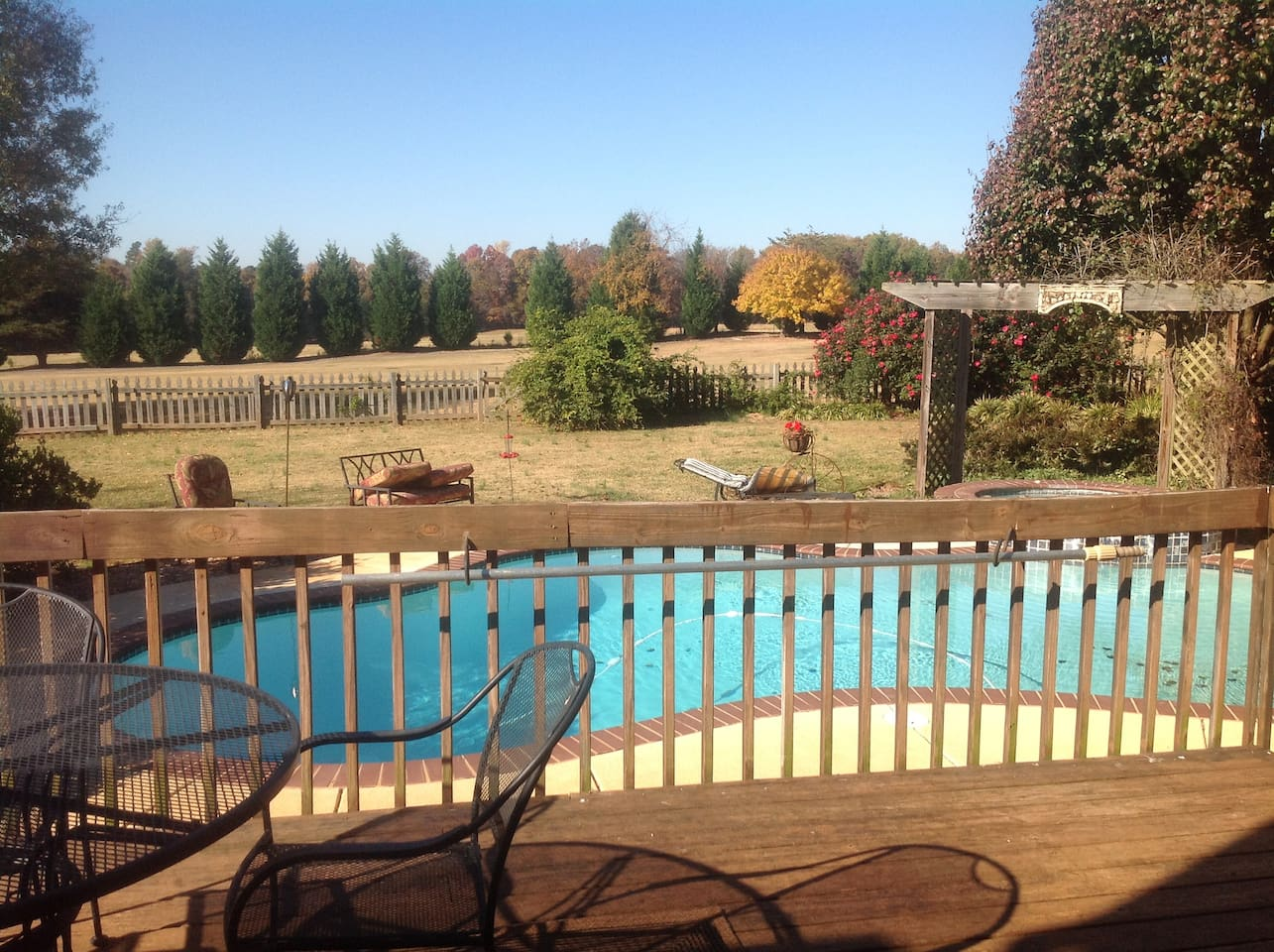 Enjoy golf course view with swimming pool and hot tub