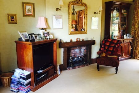 Large room in our 1930's Art Decco home - Newcastle-under-Lyme - Dom