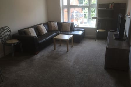 Large Clean & Comfortable Apartment - Camberley - 公寓