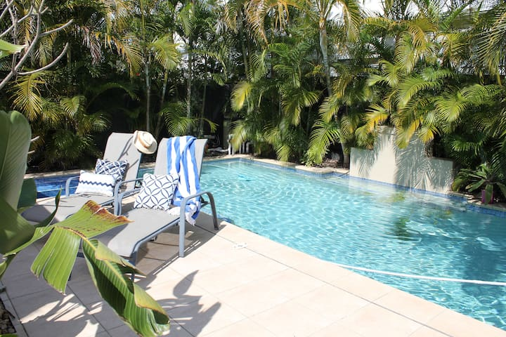 Resort Style Beachouse Bed 2 - Palm Beach - Bed & Breakfast