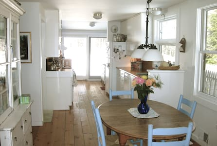 Charming cottage w/ gorgeous views. - Monterey - Hus