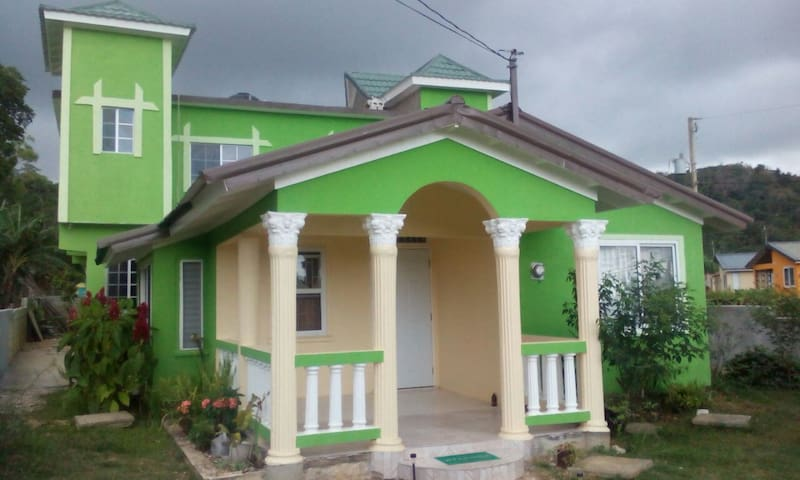 Sunny vocation Montego Bay,4 bed'm - Montego Bay - House