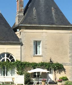 Charming Tower in Chateau Estate - Ocquerre