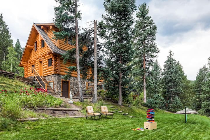 """""""The views from the decks are breathtaking….trees, river, rabbits, chipmunks and even the train was picturesque when it went by across the way. It was truly an incredible vacation for our family....we absolutely recommend this home."""" :) - Stephen"""