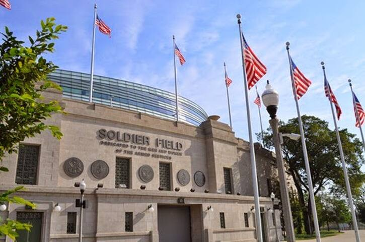 Here for the big game? Enjoy free parking and a short walk to Soldier Field Stadium.