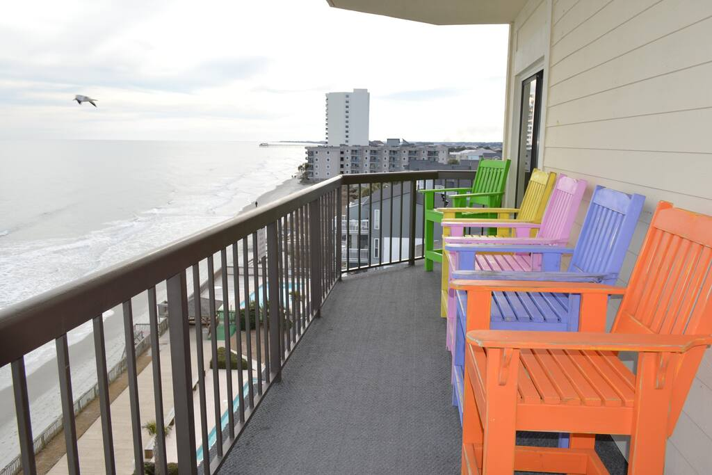 Panoramic views of ocean-1st level balcony