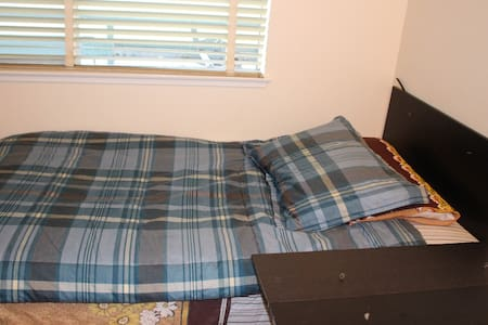 private room in great location - Burlingame - Apartment