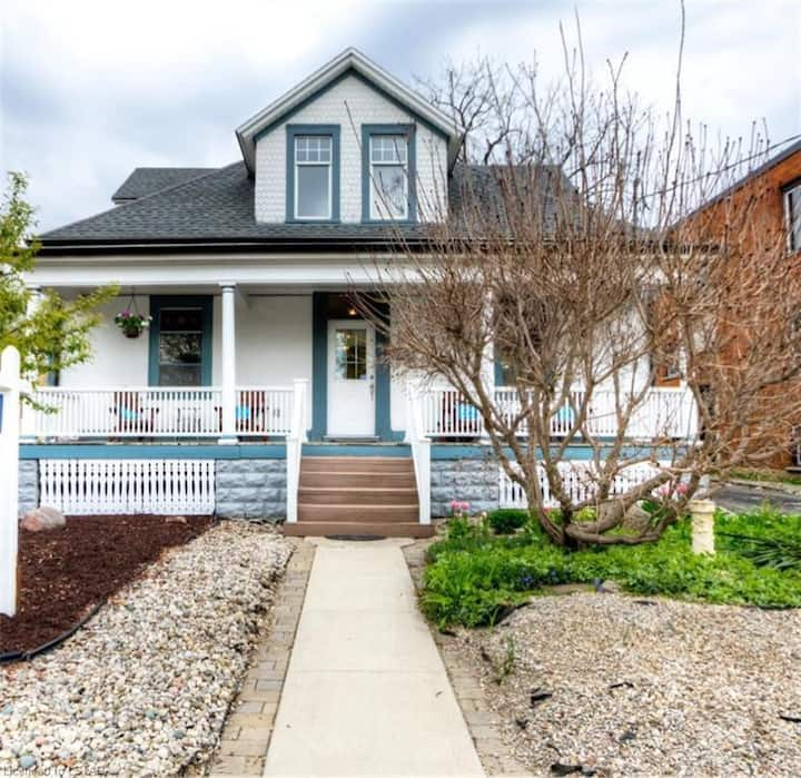 Bright, Cheerful Home by Downtown and Gibbons Park