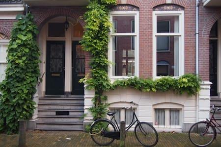 karakteristieke BnB met eigen badkamer  in Utrecht - Утрехт - Гестхаус