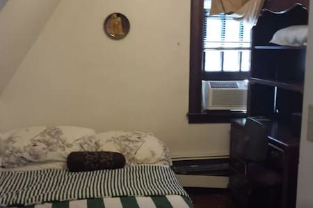 Cozy Victorian Room - Paterson