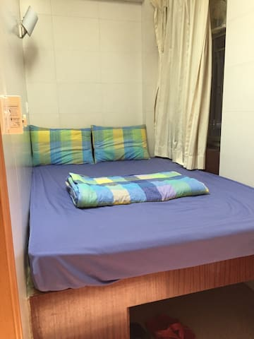 1 Queen Bed w/ Bath, near MTR, #8