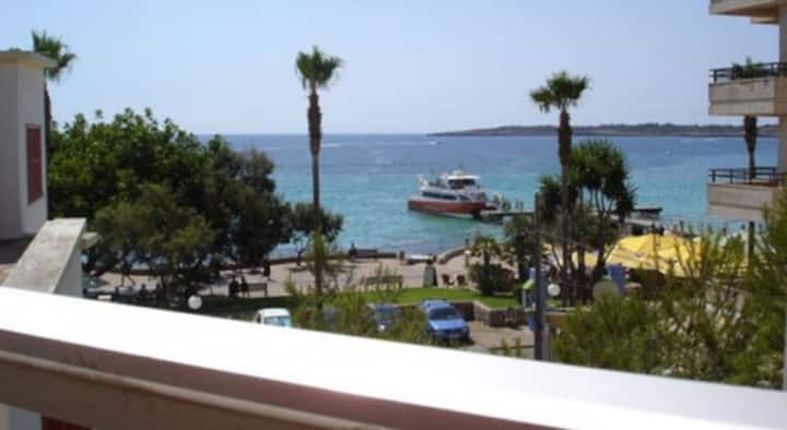 Great Apartment 50 mtrs from beach,wifi.