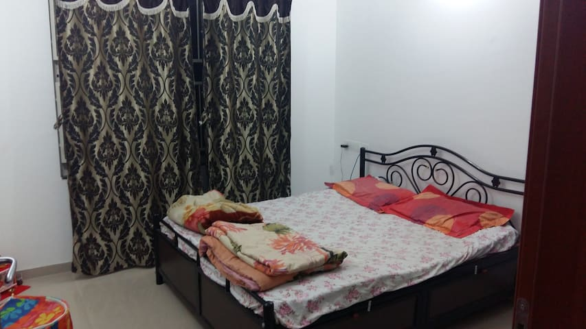 A neat & clean 1 bedroom house with bed & kitchen - Pune - Apartment